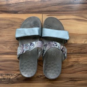 Vionic Camilla slip on sandals